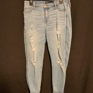 Hollister High-Rise Boyfriend rip jeans
